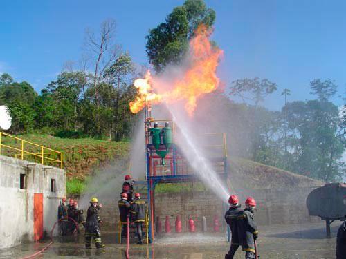 Campo para treinamento de combate a incêndio